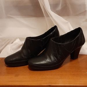 Clark's Leather Side Zip Ankle Booties